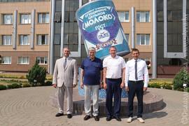 Посол России в Беларуси  попробовал качество рогачевской молочки на вкус